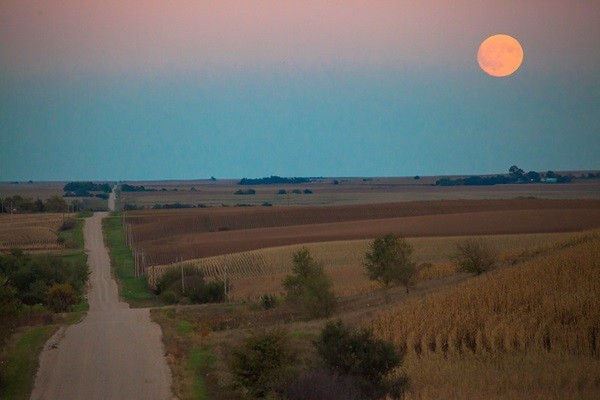 What is the Harvest Moon effect?